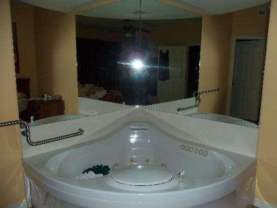 Falls village branson bathroom jetted tub midwest for Lake texoma cabins with hot tub